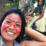 Una joven indígena de la Amazonía que reúne a millones de seguidores en TikTok.