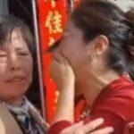 En el momento en que una mujer descubre que la novia de su hijo es su hija